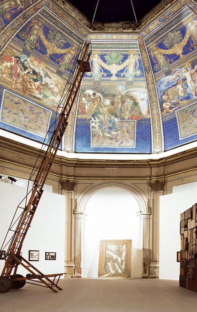 Fabio Mauri, Macchina per fissure acquerelli (dome art not included)